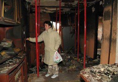 La explosión de la televisión salva a una familia de Mérida de perecer en un incendio mientras dormían