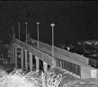 Los vecinos de Aldea Moret has denunciado la falta de luz de la pasarela de la Cañada abierta el pasado mes