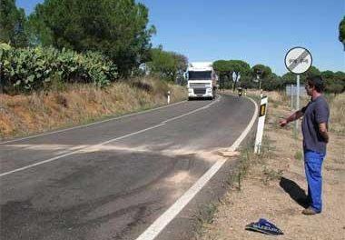 Un joven de 20 años fallece al chocar la moto que conducía contra una furgoneta en Badajoz