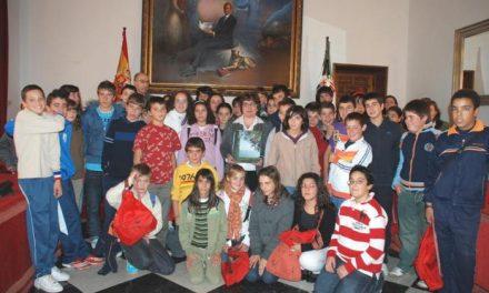 Una campaña acerca la diputación a alumnos de los institutos de Galisteo, Malpartida y Navalmoral