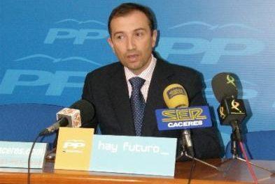 Laureano León presenta su candidatura con ilusión para presidir el Partido Popular de Cáceres
