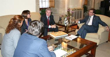 Vara pide al ministro de Cultura que la región sea un instrumento en las relaciones entre España y Portugal