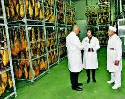 La empresa de productos cárnicos Resti se prepara para vender jamones en los mercados de Méjico y China