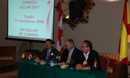 Empresas canadienses de energía solar se promocionan en unas jornadas en Trujillo para establecer contactos
