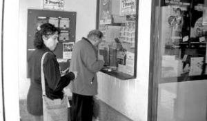 Aumentan las ventas de la lotería de Navidad con destino a otras regiones en las oficinas de Almendralejo