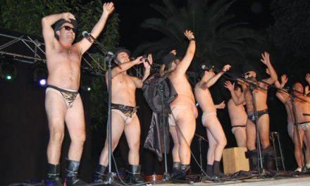 """La chirigota gaditana """"Los Juan Palómez"""" encandila al público moralo con motivo de su """"carnaval chico"""""""