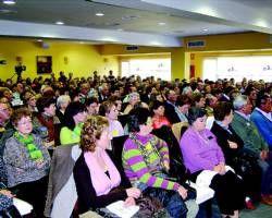 Villanueva de la Serena reúne a 300 mayores y jóvenes en el I Debate Intergeneracional Regional