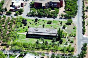 La rehabilitación del Edificio Metálico del campus de Badajoz devolverá al inmueble su aspecto original