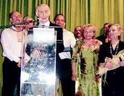 El Ayuntamiento de Arroyo de la Luz homenajea al escritor Antonio Refolio a sus 82 años de edad
