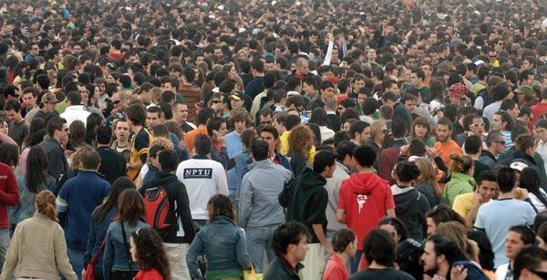 El sector de la hostelería  y los distintos sindicatos, a favor de regular la labor de los porteros de las discotecas
