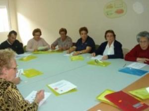 Los mayores de Arroyo de la Luz ejercitan su memoria dentro del programa Mayores Activos