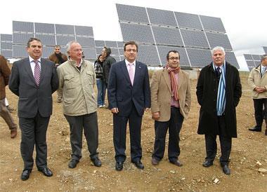 Fernández Vara pone de manifiesto la capacidad de generar empleo de las energías renovables