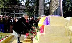 Familiares de las víctimas republicanas inauguran en Don Benito una escultura dedicada a los fallecidos