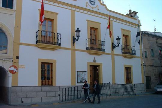 El PP de Casar de Cáceres acusa al gobierno municipal socialista de ocultar datos de expedientes a la oposición