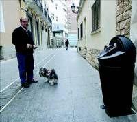 Instalan en el Casco Antiguo de Badajoz el primer ´sanecan´ para los excrementos de perro