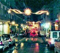 Las luces de Navidad ya iluminan las calles y plazas de la zona centro de la ciudad de Almendralejo