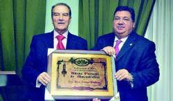 El empresario Juan Amaya recibe el titulo de ´Buena persona´ de la Congregación Los Luises en Almendralejo