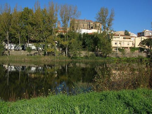 Vivir en Extremadura es hasta un 23% más barato de media que en Barcelona según un informe de Funcas