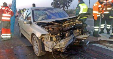 Dos personas fallecen y otras tres resultan heridas leves en un accidente de tráfico esta mañana en Olivenza