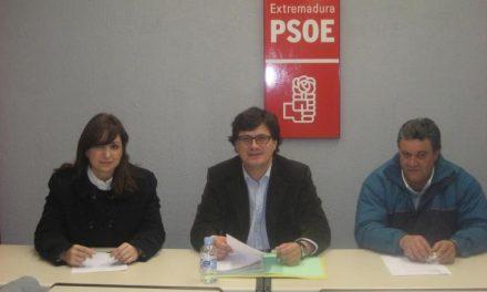 El PSOE acusa al alcalde del PP de llevar a Valencia de Alcántara al retroceso y critica el exceso de gastos