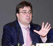 Fernández Vara garantiza la seguridad del traslado de residuos radiactivos de Almaraz a Bélgica