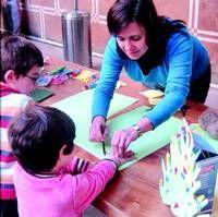 Unos 60 niños participan cada día en los talleres de la Universidad Popular de Almendralejo