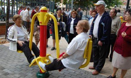 Inauguran en Navalmoral de la Mata un parque geriátrico para mayores de 60 años e invierten 15.000 euros