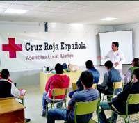 Los voluntarios de Cruz Roja de Montijo hacen llegar juguetes a más de un centenar de familias