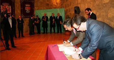 La Junta de Extremadura y los bancos pactan facilitar créditos hipotecarios para 13.000 familias