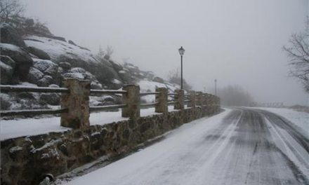 Las placas de hielo provocan dos accidentes de tráfico con salidas de vía y heridos leves en Sierra de Gata
