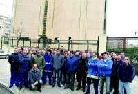 Los empleados de la empresa Derex Telecom que se encuentra en Cáceres piden el pago de las nóminas