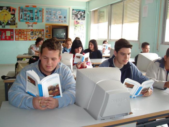 Tres alumnos de el colegio El Tomillar de Badajoz se acercan al mundo laboral con un programa educativo