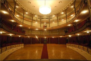 El Gran Teatro de Cáceres estrenará nuevas butacas más grandes, más cómodas y con mejor accesibilidad