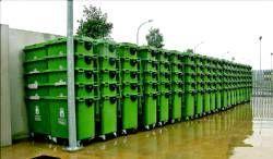 Llegan a Badajoz los primeros 450 contenedores verdes de basura con una capacidad de 800 litros