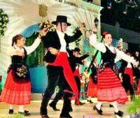 La Asociación Folclórica y Cultural de Tierra de Barros celebra durante este año su cuarenta aniversario