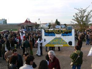 Concejales extremeños y andaluces contrarios a la refinería Balboa se encierran en sus ayuntamientos
