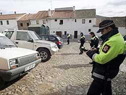 La policía local de Cáceres aplicará mano dura para desalojar la parte antigua de coches
