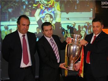 La sede de la Consejería de los Jóvenes y del Deporte acoge en Mérida la Copa de Europa de Fútbol