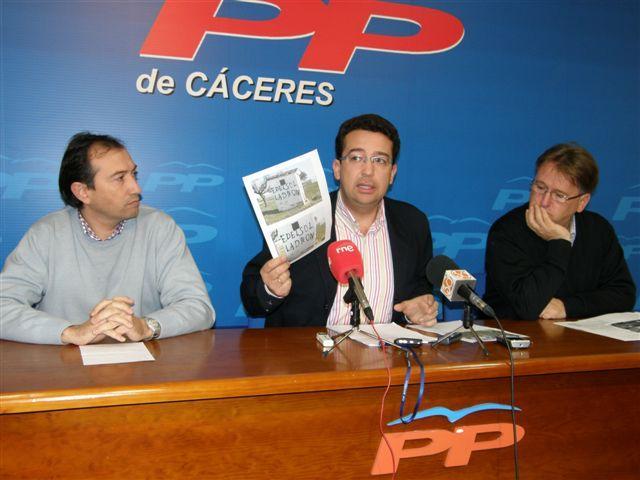 El equipo de Gobierno de Moraleja solicita protección policial para Emilio del Sol ante la aparición de pintadas