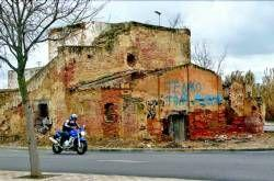 La Asociación de  vecinos de San Roque piden que se derriben las ruinas de la rotonda de la Ronda Norte