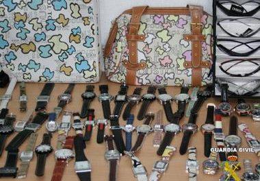 Detenidos dos hombres de Badajoz y Campanario por vender artículos de marca falsificados