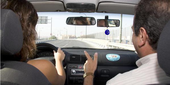 Casi el 97% de los conductores suspendería el examen teórico de conducir si volviera a presentarse
