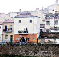 Una joven pareja fue detenida ayer en San Lázaro por la Policía Nacional tras hallar en su vivienda droga