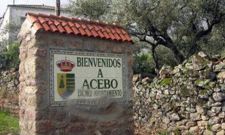 Un debate sobre la calefacción del colegio en el pleno de Acebo enfrenta al PSOE y al PP