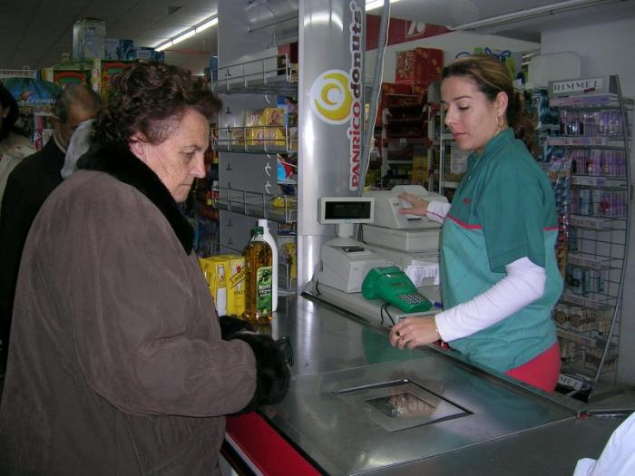 Nueve de cada diez contratos realizados a mujeres en la provincia de Cáceres son temporales, según el Inem