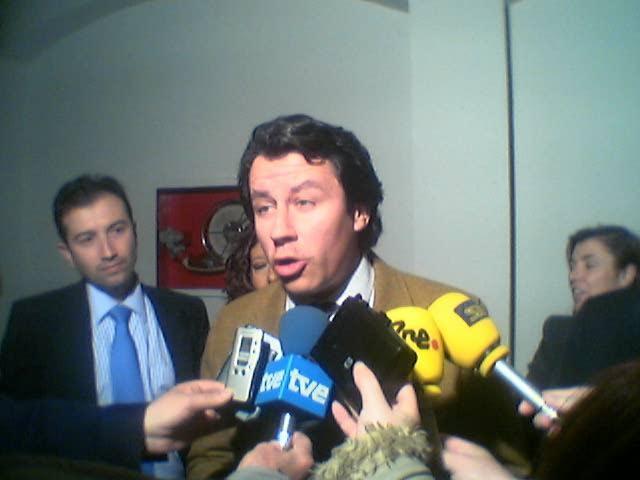Militantes del Partido Popular  piden un cambio de estrategia y el relevo de Carlos Floriano