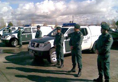 La CHT entrega al Seprona de Cáceres seis vehículos con remolque y embarcación para la defensa medioambiental