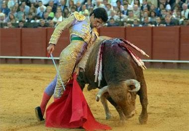 El torero de Torrejoncillo, Emilio De Justo, abrió la puerta grande de la plaza de toros de la ciudad de Cáceres