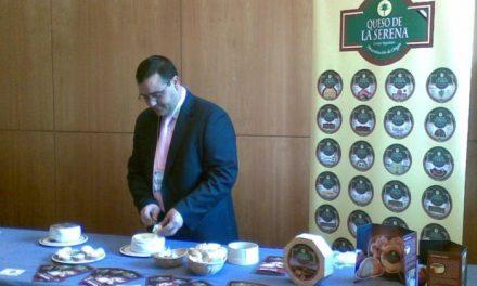 Las tortas de La Serena y el jamón con denominación muestran a los profesionales gallegos sus productos
