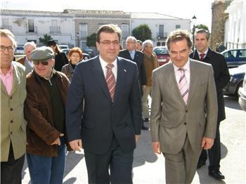 Fernández Vara visita Monroy y elogia su historia en la celebración de su 700 aniversario